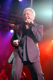 Tom Jones (singer)