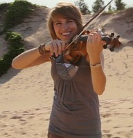 Taylor Davis (violinist)